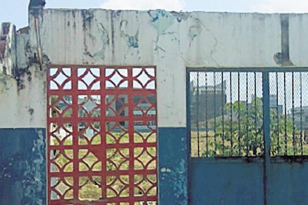 Solo se observan las deterioradas y derrumbadas estructuras. /Fotos: Diomedes Sánchez