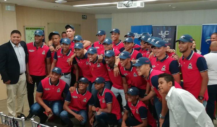 El equipo juvenil de Panamá Metro recibió ayer la indumentaria que utilizará a partir de este viernes. /Foto Cortesía