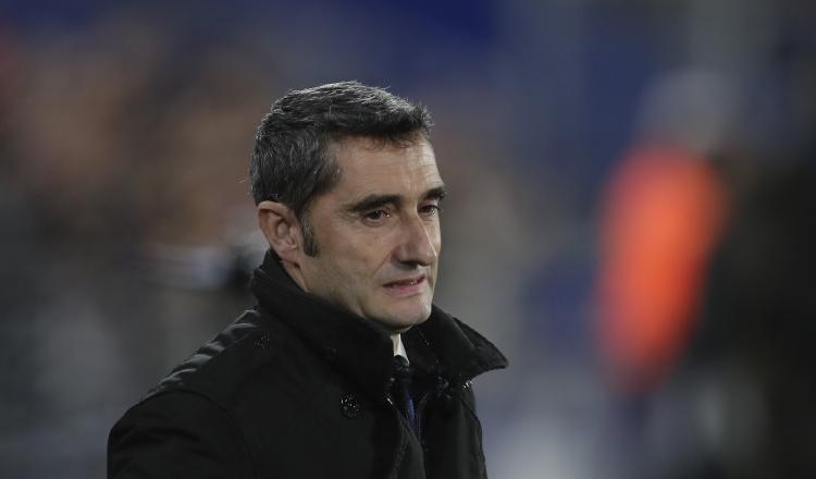 Ernesto Valverde podría no seguir en el Barcelona. AP