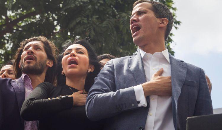 Gran cantidad de manifestantes salieron a las calles para protestar contra el régimen de Maduro. EFE