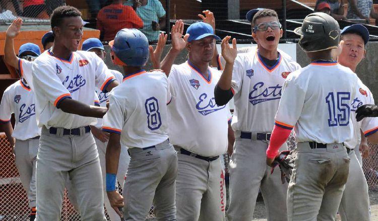 Los jugadores de Panamá Este celebran la conquista del Campeonato Sub-15 en el estadio Olmedo Solé. Cortesía