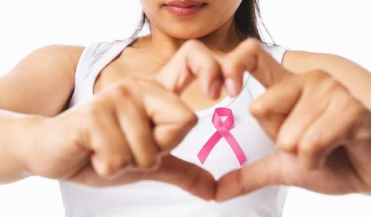 El autoexamen es la primera línea de protección que debe tener la mujer. Foto: Archivo/Epasa