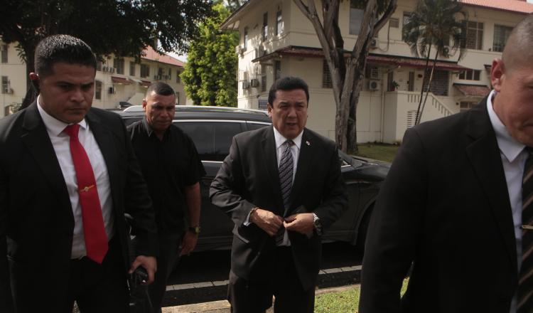 Eduardo Ulloa, al momento de llegar a la reunión con Porcell. Víctor Arosemana