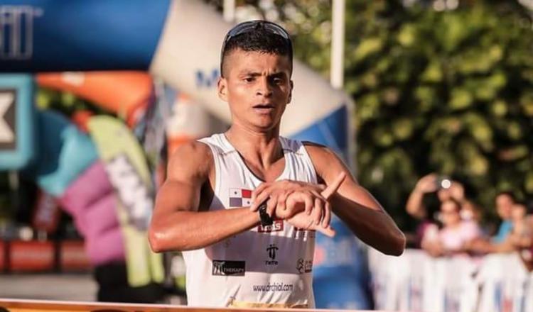 Edwin Rodríguez en su debut en la Maratón Internacional de la Ciudad de Panamá terminó con tiempo de 2h 35min 09s. Cortesía.