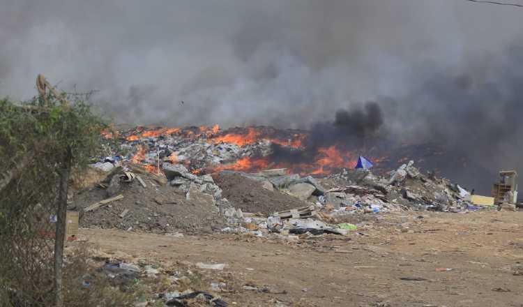 El humo tóxico se extendió a las áreas vecinas. FOTO/THAYS DOMÍNGUEZ