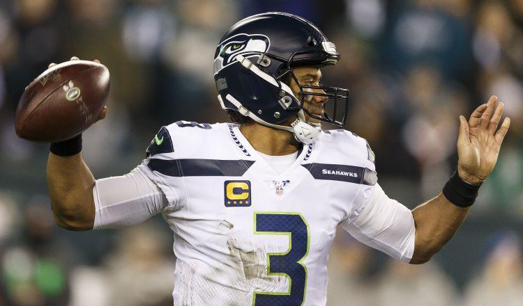 Russell Wilson tratará de liderar la ofensiva de los Seahawks, que han lucido arrolladores fuera de casa esta campaña. EFE