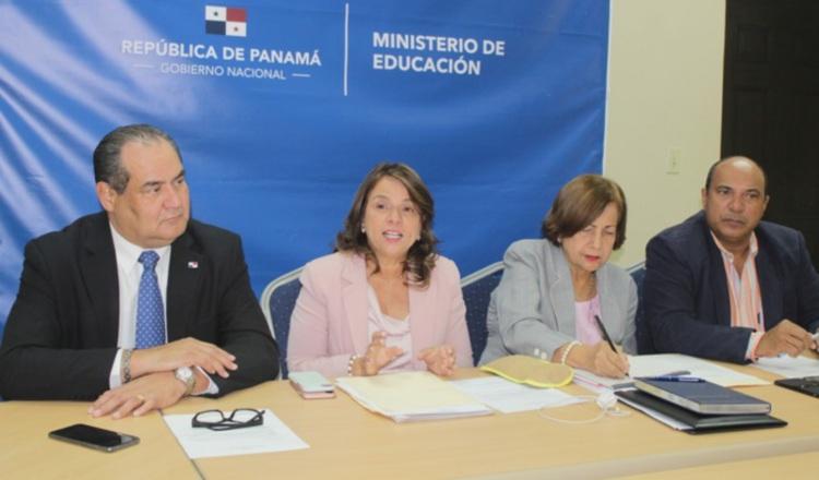 Autoridades del Meduca se reúnen con docentes. Cortesía