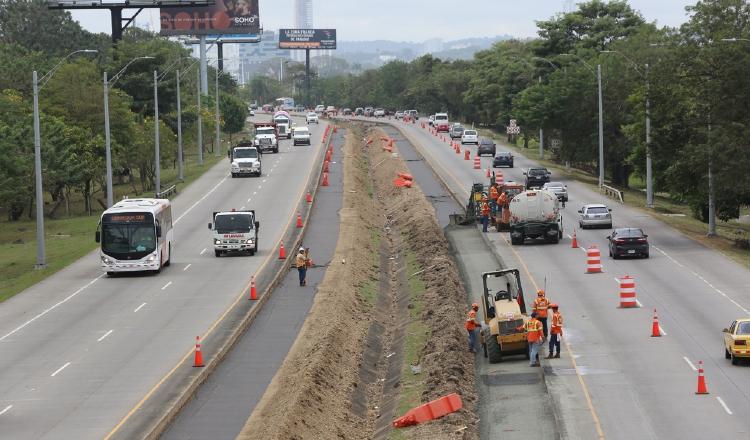 Cuando se construía el carril adicional en el Corredor Sur. El proyecto, en septiembre del año pasado, seguía en ejecución. Archivo