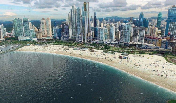 Para poder habilitar las playas se debe sanear, primero, la bahía. Archivo
