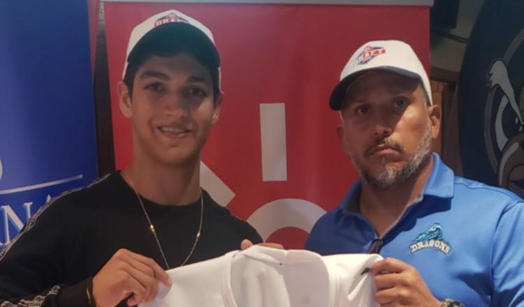 Diego Rodríguez Stanziola con la camiseta de su equipo.