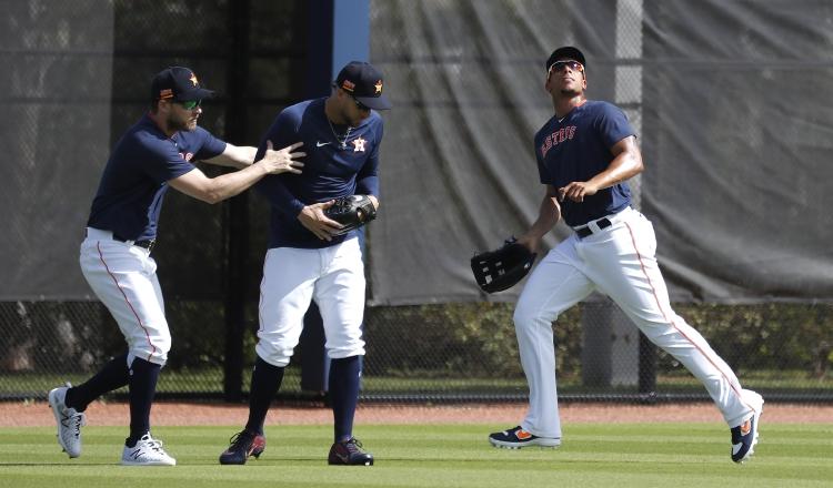 Josh Reddick, George Springer y Michael Brantley ern los entrenamientos de pretemporada de los Astros. Foto:AP