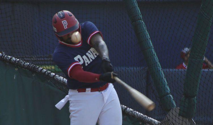 El jugador Eduardo Thomas de la selección de béisbol de Panamá en los entrenamientos en el estadio Rod Carew. Foto:@Fedebeis