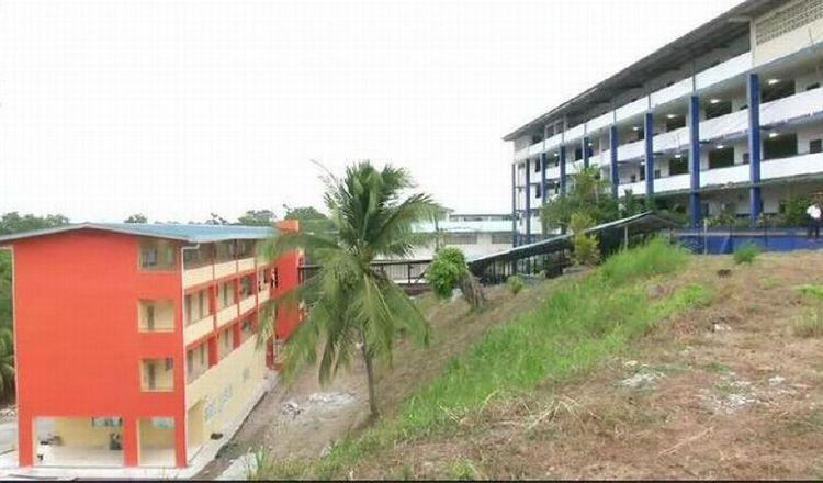 Las autoridades informaron que en el colegio Francisco Beckmann, ubicado en Panamá Norte, se detectaron siete casos, que tienen 220 contactos. Archivo