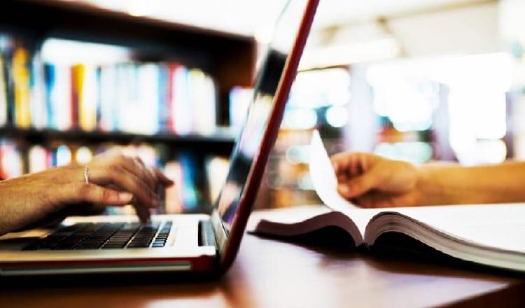 Algunos expertos señalan que a los planteles que puedan dar clases virtuales debe dárseles la oportunidad. Archivo.