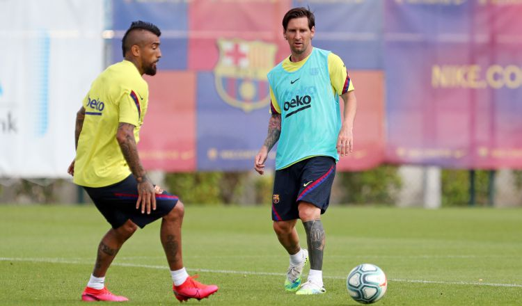 Vidal y Messi en los entrenamientos. Foto:AP