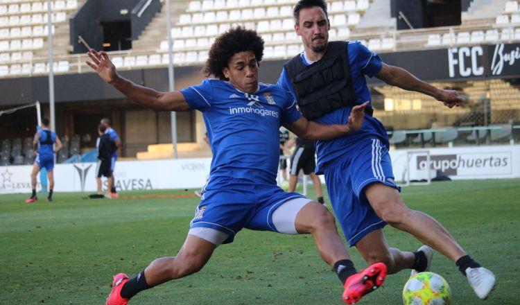 Adalberto 'Coco' Carrasquilla (izq) en los entrenamientos del Cartagena. Foto: @FCCartagena_efes