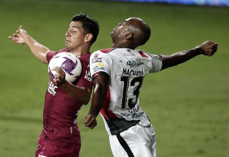 6- Saprissa se llevó el título ante Alajuelense. Fotos: Efe