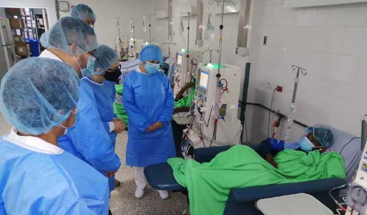 La capacidad de admitir pacientes en los hospitales, está llegando a su límite.
