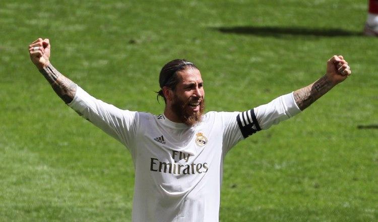 El defensa y capitán del Real Madrid, Sergio Ramos, celebra la victoria ante el Athletic de Bilbao. Foto:EFE