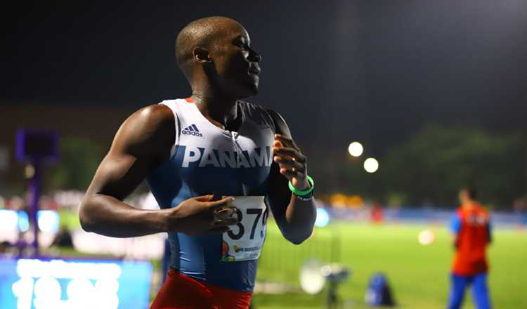 Alonso Edward velocista panameño que busca estar presente en los Juegos Olímpicos de Tokio.