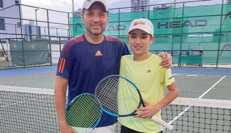 Su hijo Chad Valdés Jr. ya ha jugado torneos en Estados Unidos. Cortesía