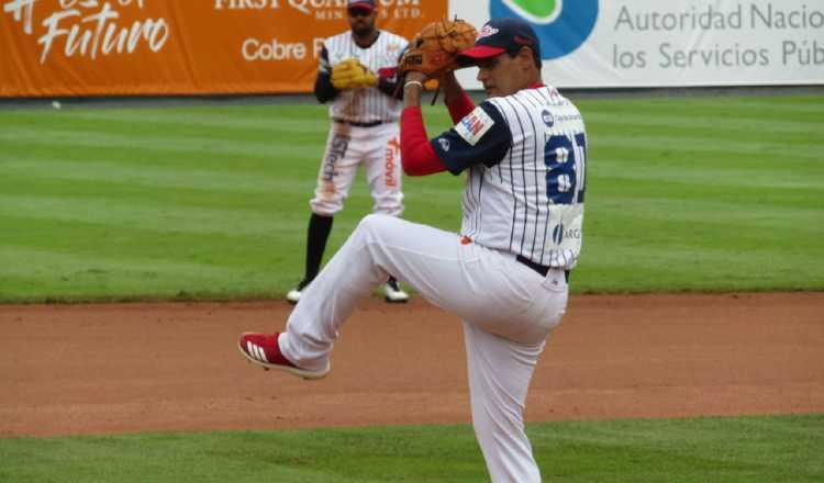 Gilberto Méndez se  llevó la victoria ante  Panamá Oeste, trabajó seis entrada. Foto:Fedebeis