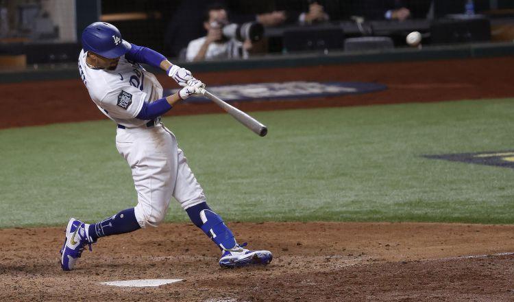 Mookie Betts ayudó a los Dodgers a conseguir un título de Serie Mundial. Foto:EFE