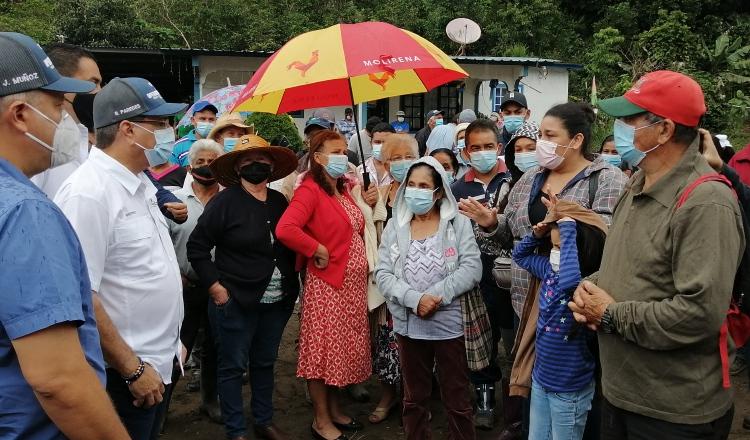 Afectados por inundación y deslizamientos se reúnen con autoridades del gobierno. Mayra Madrid
