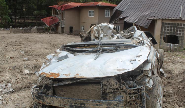 Autos destruidos y casas afectadas aún forman parte de paisaje de Bambito, provincia de Chiriquí. Aurelio Martínez