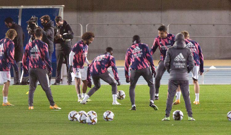 Los jugadores del Real Madrid durante su entrenamiento en el estadio Ciudad de Málaga. Foto:EFE