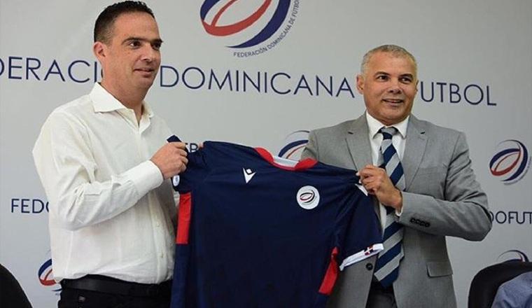 Jacque Passy (izq.) técnico de República Dominicana. Foto:Twitter