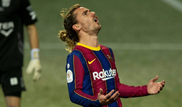 Antoine Griezmann del Barcelona, reacciona durante el partido anteCornellá en Copa del Rey. Foto:EFE