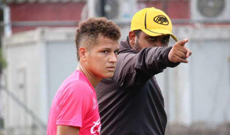 Francisco Perlo (der.) en los entrenamientos. @CAIPanama