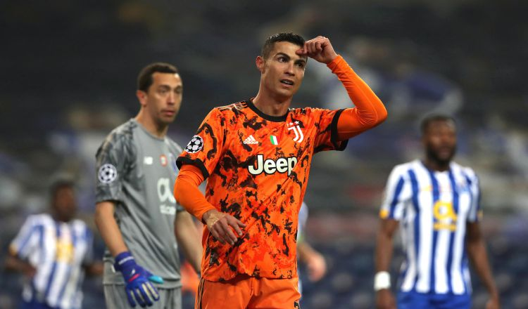 Cristiano Ronaldo reacciona, luego de la derrota de la Juventus. Foto:EFE