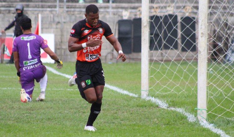 Nicolás 'Yuyu' Muñoz, terminó como campeón goleador el pasado torneo en El Salvador. Foto:Twitter
