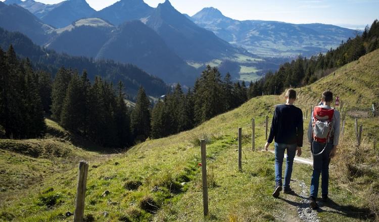 Si hacen una ruta en Semana Santa, hay que andar con precaución, llevar lo necesario y avisar a alguien sobre el recorrido que harán. EFE