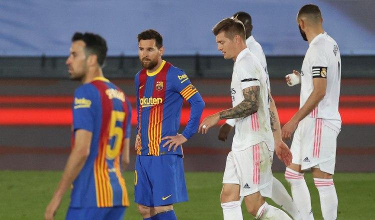 Jugadores del Barcelona y Real Madrid en el último clásico. Foto:EFE