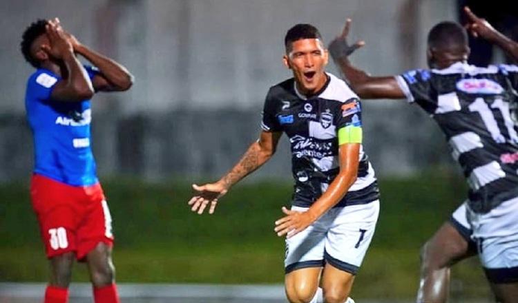 Edwin Aguilar del Tauro, festeja su gol ante Plaza Amador. Foto:@TauroFC