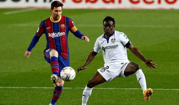 Messi (izq.) capitán del Barcelona. Foto:EFE
