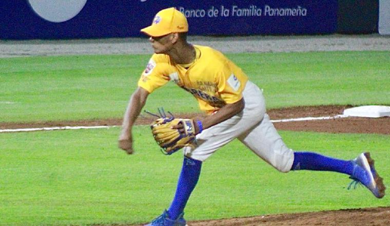 Joshua Saavedra lanzara por Los Santos. Foto:Fedebeis
