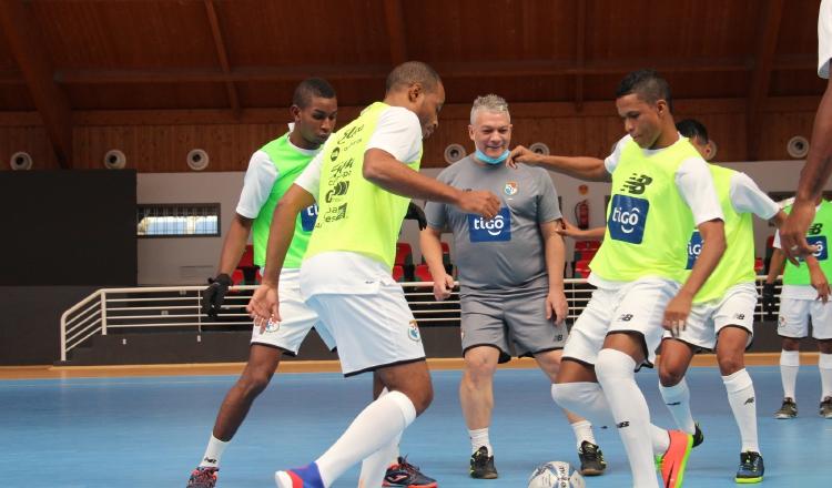 Fepafut y el técnico José Botana, planifican varias giras para partidos amistosos antes del Mundial de Futsal. Cortesía