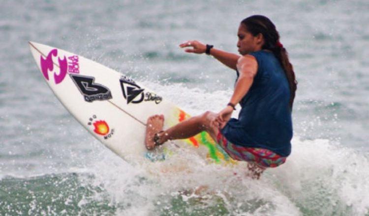 Samanta Alonso integrante de la selección femenina de surf. Foto:EFE