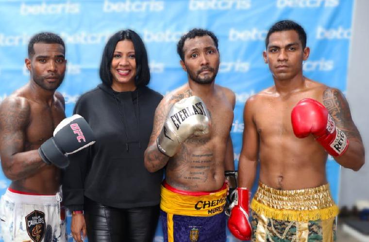 Boxeadores que estuvieron en Póker de Ases con la promotora Rous Laguna. Foto:Cortesía