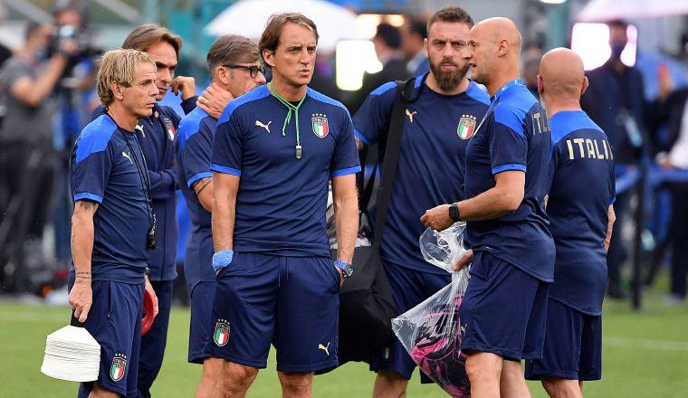Roberto Mancini (centro), técnico de Italia. Foto:EFe