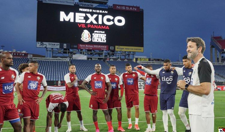 Jugadores de Panamá entrenan en la cancha  del Nissan Stadium para el amistoso contra México. Foto:Fepafut