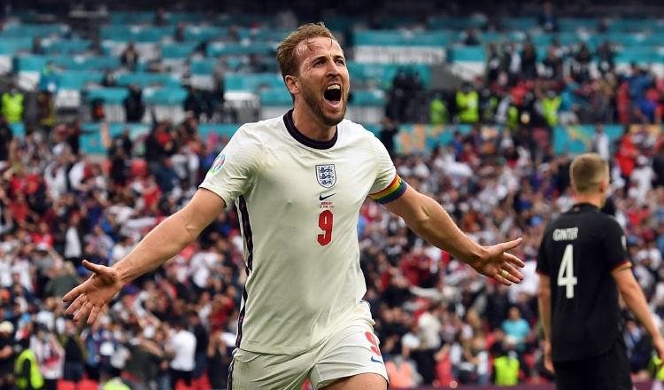 El capitán de Inglaterra, Harry Kane, festeja su gol ante Alemania. Foto:EFE