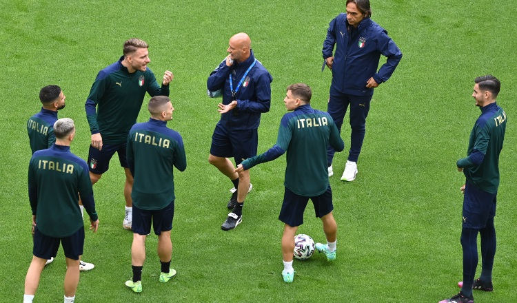 Jugadores italianos en los entrenamientos. Foto:EFE