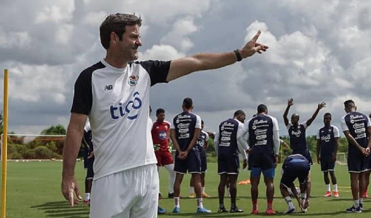 Thomas Christiansen en los entrenamientos. Foto:Fepafut