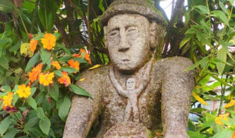 Monolitos hechos de piedra que forman parte de la gran colección encontrada. Salvador Martínez