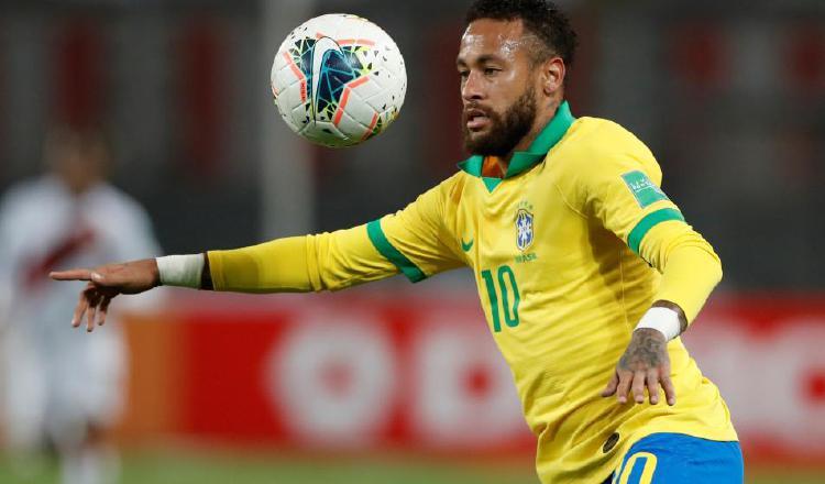 Neymar en un partido con la selección brasileña. Foto:EFE